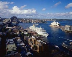 "... feeling on top of the world at the ***** Four Seasons Hotel Sydney. A top-notch experience ""on The Rocks""!"
