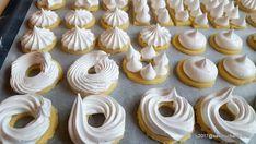 Non Plus Ultra reteta veche de fursecuri cu bezea | Savori Urbane Non Plus Ultra, Biscotti Recipe, Mini Cupcakes, Scones, Gem, Desserts, Recipes, Food, Tailgate Desserts