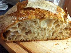 A+célom+az+volt,+hogy+egy+munkanap+után+könnyen+megsüthető+kovászos+kenyeret+készítsek.+Én+két+kenyeret+szoktam+belőle+sütni,+az+egyiket+még+aznap+a+másikat+a+következő+napok+valamelyikén.+Hétköznapokra+ez+egy+jó+megoldás+szokott+lenni. Két+receptet+ötvöztem:+1,)+New-Yorki+pék+dagasztás+nélküli… Croissant Bread, Ciabatta, Vegan Recipes, Vegan Food, Bakery, Food And Drink, Favorite Recipes, Sweets, Cooking