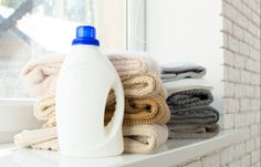 8 produits ménagers que vous utilisez mal (des erreurs à ne plus faire !) Dawn Detergent, Dawn Dish Soap, Be With You Movie, Grease Stains, Insect Repellent, Cleaning Hacks, Insects, Homemade, Voici