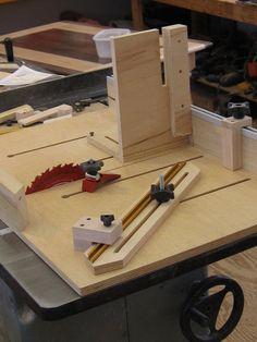 Sweet table saw sled. Guia para bancada de serra. Possibilita a peça correr livre sobre a serra e também fazer diversas formas de corte.