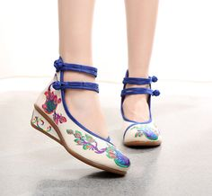 Peacock Old Beijing Cloth Shoes white It doesn't pursue fashion but is unique;wear individual grade,conveny inner literary and freshness.Its vintage and fashionable emboridery an Peacock Shoes, Bohemian Shoes, High Heels, Shoes Heels, Shoes 2016, Pointed Heels, Clearance Shoes, Comfy Shoes, Vintage Shoes
