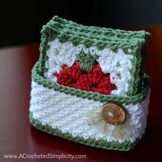 Cuando llegamos a una casa en Navidad y nos encontramos con que los posavasos están hechos a mano en crochet… ¿no os resulta encantador y mucho más hogareño que si fueran de los... | Grannysquare.eu Crochet Coaster Pattern, Crochet Motif, Crochet Designs, Crochet Stitches, Thread Crochet, Bag Crochet, Crochet Gifts, Free Crochet, Crochet Baskets