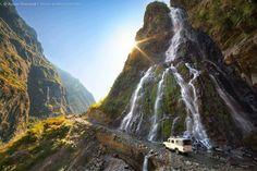 Waterval in de Annapurna Conservation Area. Kijk voor meer reisinspiratie op www.nativetravel.nl