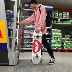 Skate board outfit here is how to put on the trend. Tumbrl Boy, Skate And Destroy, Look Man, Skater Boys, Vans Outfit, Skate Style, Skate Surf, Seinfeld, Skateboards