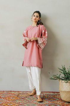 Cute Short Dresses, Stylish Dresses, Casual Dresses, Casual Wear, Pakistani Fashion Party Wear, Pakistani Outfits, Ethnic Outfits, Fashion Outfits, Eastern Dresses