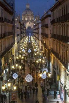 Vista de la calle Alfonso y al final el Pilar, Navidad 2015. Zaragoza España.
