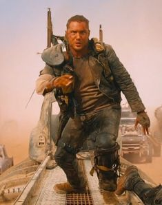 Max is on the run Apocalypse Survival, Post Apocalypse, Fiction Movies, Science Fiction, Tom Hardy Mad Max, Mad Max Costume, The Road Warriors, Tv Themes, Mad Max Fury Road