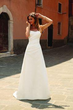 Vestido de Novia de Linea Raffaelli (B15 SET 017), corte evasé, escote palabra de honor, largo