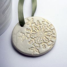 "could spray paint a shimmery color, and then add ""staining"" effect to make it look vintage! :) Clay for Kids Polymer Clay Ornaments, Cute Polymer Clay, Fimo Clay, Polymer Clay Projects, Polymer Clay Creations, Polymer Clay Jewelry, Biscuit, Polymer Clay Christmas, Crafts"