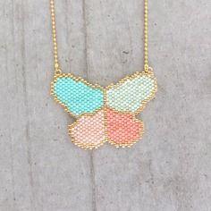Collier papillon  en perles japonaises miyuki