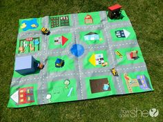 """A """"road rug"""" play mat. Something like this would make a really cool quilt for a kid, too! Diy For Kids, Gifts For Kids, Kids Crafts, Craft Projects, Craft Blogs, Creative Crafts, Craft Ideas, Best Kids Toys, Children Toys"""