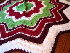 The Handcrafted Christmas: Traditional Tree Skirts with Faux Fur Yarns