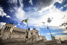 The #AltaredellaPatria (Altar of the Fatherland) is located in #Rome, Italy. It occupies a site between the Piazza Venezia and the Capitoline Hill. The Altar is a symbol of Italy's unity and freedom. #HalldisDiscover