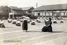 Japanese girl students, 1935. OLD PHOTOS of JAPAN: 女学校の薙刀の練習 1935年代の岡山