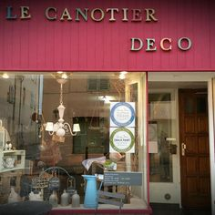 Le Canotier 13 is in Marcigny in Burgundy, France run by Regine Auvray