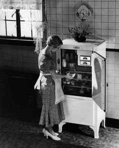 Would it be possible to fit your food shopping into this fridge from the 1920's?
