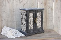 Jewelry Box Jewelry Armoire Shabby Chic par TheVintageArtistry