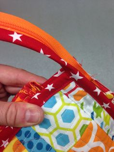 The Sew Together Bag is a niffty little bag with three zippered pockets, four open pockets, a pincushion and a great little needle landing a. Coin Purse Tutorial, Zipper Pouch Tutorial, Patchwork Bags, Quilted Bag, Sew Together Bag, Bag Patterns To Sew, Tote Pattern, Sewing Patterns, Fabric Purses