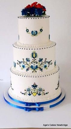 Folk wedding cake  by Agnieszka - http://cakesdecor.com/cakes/236508-folk-wedding-cake