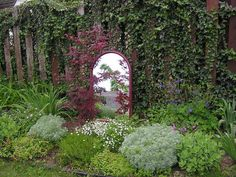 Love the way the frame of this mirror is the same color as the Japanese maple foliage!