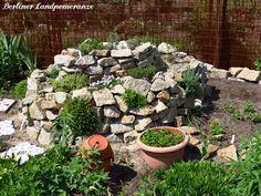 Kräuterspirale bepflanzen  Planting herbs on the herb spiral
