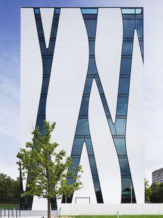 Fachada do 'Medical Library Oasis'. Arquiteto: HPP Architets. Fotógrafo: Jens Kirchner.