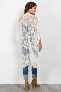Perfect for this upcoming season this boho chic maternity kimono is everything White Kimono Outfit, Lace Cardigan Outfit, White Lace Kimono, Boho Kimono, Kimono Fashion, Boho Fashion, Boho Outfits, Spring Outfits, Fashion Outfits