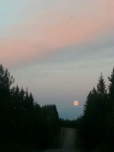 The moon over Raatteentie
