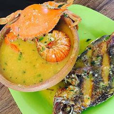 Tapado is a seafood soup that is eaten in Izabal and Livingston, in the Caribbean coast of Guatemala. Combining fish, crab and many other shellfish the soup also includes sweet plantains and coconut. This is one of my favorite Guatemalan dishes, it's really delicious! (#tapado #fiestaspatrias #vivaGuate)