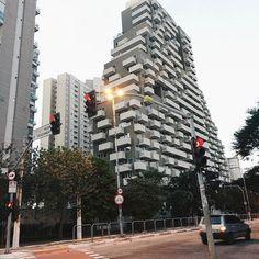 Formas #desafioprimeira  .  .  #architecture #brvsco #vsco #vscocam #sp #011 #sp4you #sousampa #saopaulocity #saopaulowalk #vscofotografia_  #instamood #clickgrafia_ #bgs #street #urban  #mostreseuolhar #respirofotografia #splover #tvminuto #spdagaroa #vejasp #vintage #indie #clickdoiniciante #brurban #brdailylife #brurbanlandscapes #cidadedagaroa