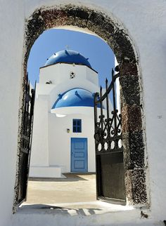 Blue domed Greek orthodox church, Santorini / via Flickr.