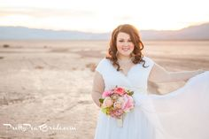 #bride {Real Plus Size Wedding} Desert Love by Casey Hendrickson Photography | Pretty Pear Bride http://prettypearbride.com/real-plus-size-wedding-desert-love-by-casey-hendrickson-photography/