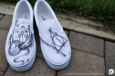 """""""Harry Potter themed shoes I created for a customer :)"""" Mode Harry Potter, Harry Potter Shoes, Harry Potter Wedding, Harry Potter Outfits, Harry Potter Canvas, Harry Potter Converse, Painted Canvas Shoes, Hand Painted Shoes, Hogwarts"""