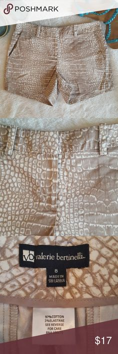 Valerie Bertinelli Size 8 Animal Print Shorts So cute! Excellent condition Sz 8 Inseam 4 inches Rise 10 inches Length 13 inches 30 percent off bundles!!! Valerie Bertinelli Shorts