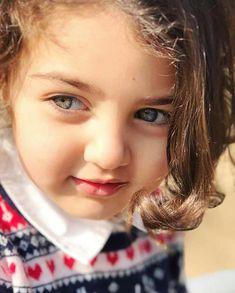 World Cutest Girl Anahita Hashemzadeh Irani baby Girl's Smile Who is Anahita Hashemzadeh the Beautiful Girl (Dimples Queen) for more deta. Cute Baby Girl Photos, Cute Baby Twins, Cute Little Baby Girl, Beautiful Little Girls, Cute Baby Pictures, Cute Girls, World Most Beautiful Girl, Adorable Babies, Beautiful Eyes