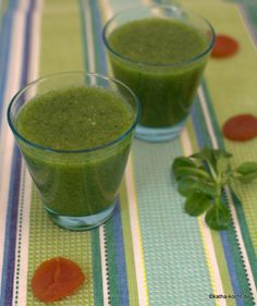 Grüner Smoothie mit Birne und Aprikose - Katha-kocht!