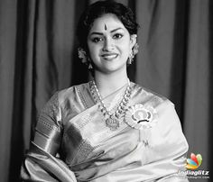 Indian Actress Gallery, Tamil Actress Photos, Beauty Full Girl, Beauty Women, Saree Accessories, Pattu Saree Blouse Designs, Actors Images, Saree Look, Most Beautiful Indian Actress