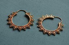 SALE Lotus hoop earrings / 18g / Ethnic jewelry par Nabrokarstafur