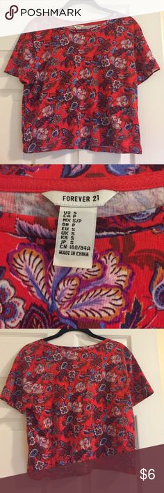 Forever 21 floral crop top! Never worn Forever 21 floral crop top! No damage or flaws.  Smoke free, clean home. Feel free to reach out with any questions! Forever 21 Tops Crop Tops