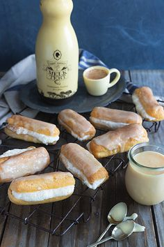 Eclairs just got a whole lot more delicious with the addition of a Tant' Sannie se Melktert liqueur custard filling with Chantilly cream. Tart Filling, Custard Filling, New Recipes, Baking Recipes, Favorite Recipes, Melktert, Chantilly Cream, Custard Powder, White Chocolate Ganache
