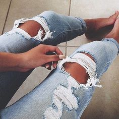 Summer Fashion Girls Ripped Jeans to Wear Now Look Fashion, Fashion Outfits, Womens Fashion, 90s Fashion, Fashion Shoes, Daily Fashion, Fashion Tips, Fashion Trends, Looks Style