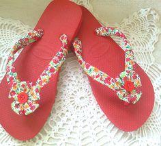 Chinelos customizados para o verão. www.elo7.com.br/deisedejos