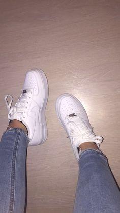bdabf618175 7 Best kids foot locker images | Jordan Sneakers, All jordans shoes ...