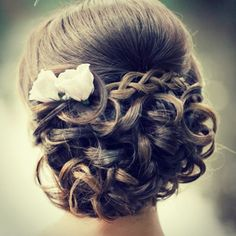 """Check out these 30 latest trendy wedding hairstyles for your big day. And see below for bridal hair tip of the day: """"Be product free on the day. On your trial day and wedding day, have clean, dry hair. Avoid using a lot of conditioner that morning, especially a leave-in one. Stay away from silkening […]"""