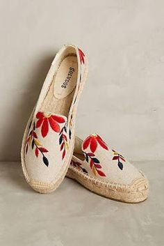 Soludos Embroidered Floral Espadrilles - flowers and petals - Schuhe Sock Shoes, Cute Shoes, Me Too Shoes, Shoe Boots, Shoes Sandals, Flats, Wedge Sandals, Basket Espadrille, Espadrille Sandals