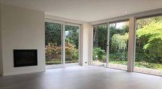 Gietvloer met betoneffect | Unica - Product in beeld - - vloerbedekking ideeën | UW-vloer.nl Kitchen Extension Sliding Doors, Windows, Ramen, Window