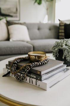diy home decor inspiration an array of ideas for fabulous diy home decor cozy coffee tables Posted pinned on 20190204 Decorating Small Spaces, Decorating On A Budget, Christmas Inspiration, Home Decor Inspiration, Decor Ideas, Cozy Living Rooms, Living Room Decor, Coffee Table Styling, Coffee Tables