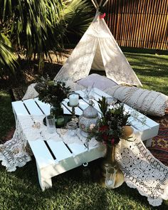 Gorgeous boho pop up picnic by Wildflower Avenue. Gorgeous boho pop up picnic by Wildflower Avenue. Diy Party Decoration, Brunch Party Decorations, Brunch Decor, Bridal Shower Decorations, Blush Bridal Showers, Simple Bridal Shower, Deco Buffet, Backyard Bridal Showers, Backyard Picnic