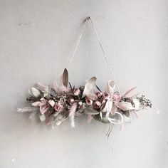 12 Must-Try Trends for Dried Flowers - Weihnachtsdeko Hauseingang Floating Flowers, Hanging Flowers, Paper Flowers, Flower Boxes, Flower Cards, My Flower, Dried Flower Wreaths, Dried Flowers, Corona Floral